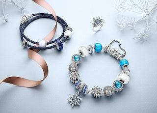 Pandora, collezione Natale 2018: i prezzi e i charm più belli