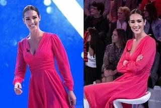Silvia Toffanin a Verissimo, tutti pazzi per il look con abito rosa e stivali bianchi