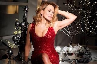 Il look per le feste di Barbara D'Urso, scollatura hot e paillettes