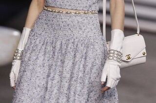 Chanel dice addio alle pelli: in passerella oro e pietre preziose in omaggio all'Egitto