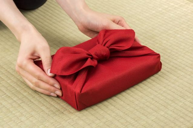 5 idee creative e originali per incartare i regali di natale for Idee regalo per una cavallerizza