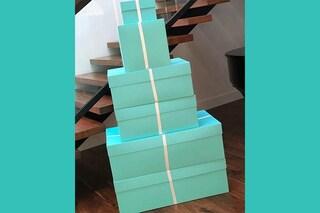 Il regalo di Kim Kardashian a mamma Kris: ecco cosa c'è nelle scatole di Tiffany&Co.