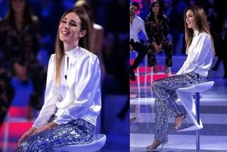 """Silvia Toffanin osa con i pantaloni di paillettes: look sparkling a """"Verissimo"""""""