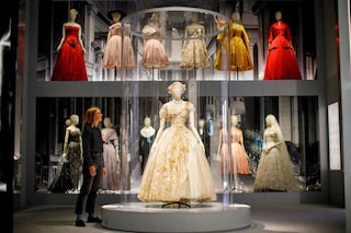 Dior in mostra a Londra con gli spettacolari abiti dello stilista francese