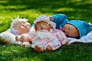"""La bambola realistica l'aiuta ad accettare l'autismo: """"Ora non mi sento più sola"""""""