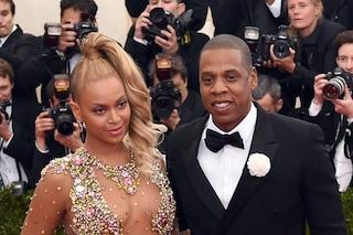 Beyoncé svela le foto del secondo matrimonio con Jay-Z e mostra l'abito da sposa da 15mila dollari