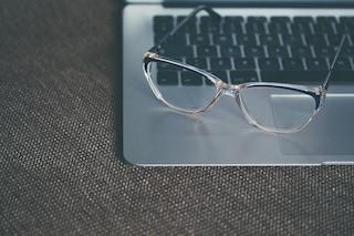 Come pulire gli occhiali in modo corretto senza rovinarli