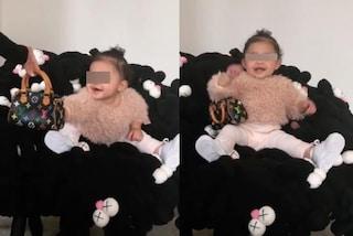 Stormi con la Louis Vuitton: a meno di 1 anno la figlia di Kylie Jenner ama già le borse griffate