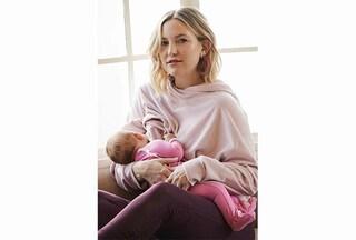 """Kate Hudson allatta la figlia sui social: """"I bambini devono mangiare anche quando lavoriamo"""""""