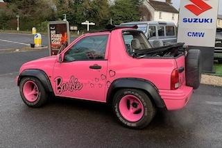 Katie Price mette in vendita la sua jeep Barbie: le offerte su eBay hanno superato i 560mila euro