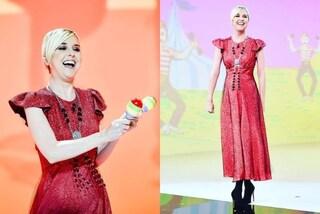 Nadia Toffa in rosso scintillante: a Le Iene con abito lungo e tacchi a spillo