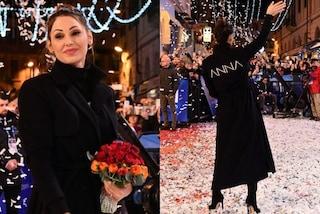 Sanremo 2019: Anna Tatangelo sceglie il cappotto personalizzato per il red carpet