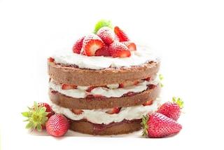 """Addio al cake design, il nuovo trend in cucina sono le """"torte nude"""""""