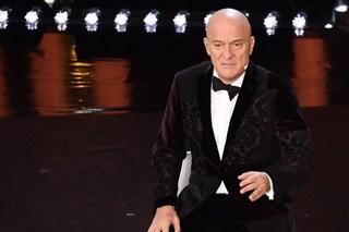 """Sanremo 2019: """"Sembra un divano"""", la giacca di Claudio Bisio è l'hashtag che spopola"""