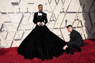 Oscar 2019, Billy Porter vestito da donna: osa sul red carpet con la gonna abbinata allo smoking