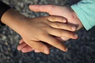"""A soli 5 anni soffre di demenza: il bambino non riesce più a dire neppure """"mamma"""""""