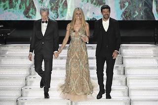 """Michelle Hunziker """"svuota"""" l'armadio e mette all'asta l'abito di Sanremo: ecco come aggiudicarselo"""