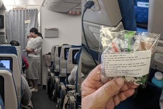 Ha paura che la figlia neonata pianga in aereo, distribuisce a tutti dolci e tappi per le orecchie