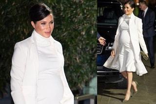 Meghan Markle incanta in bianco: l'abito premaman le fascia il pancione sempre più grande