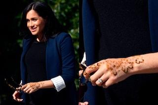 Meghan Markle infrange le regole in Marocco con il tatuaggio sulla mano