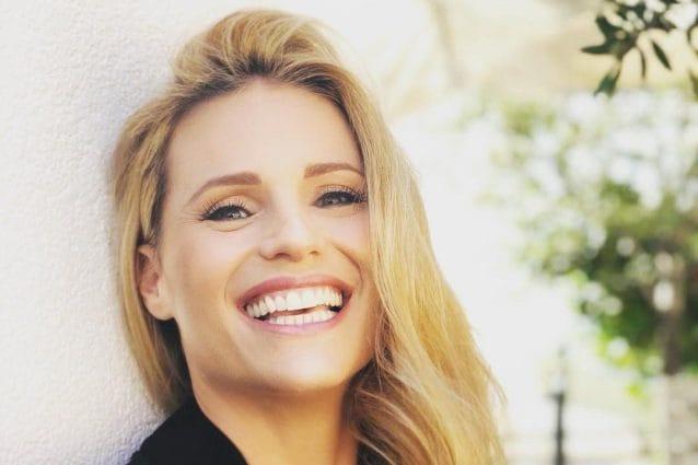 Michelle Hunziker porta la dentiera? Ecco l'esilarante risposta su Instagram agli haters