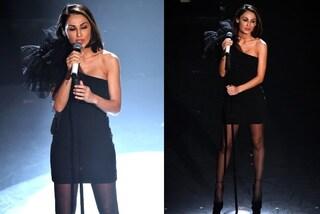 Sanremo 2019, Anna Tatangelo con l'abito vintage: non rinuncia ai collant per la prima serata