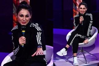 Sanremo 2019, Anna Tatangelo: elegante sul palco ma il pomeriggio si rilassa in tuta e sneakers