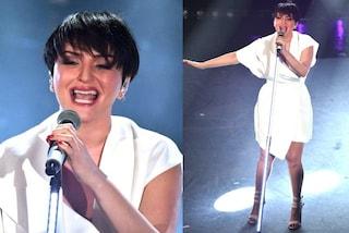 Arisa in bianco a Sanremo 2019: toglie l'apparecchio ai denti per salire sul palco dell'Ariston