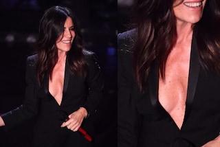 """Sanremo 2019, Paola Turci sexy in nero per la seconda serata: la scollatura è maxi ma """"incollata"""""""
