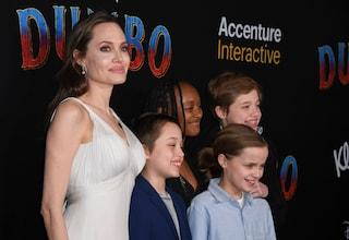 Angelina Jolie sul red carpet con i figli: Shiloh e Vivienne vestono da maschio e sono splendide