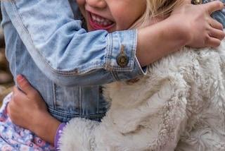 L'amore tra sorelle: le 3 bimbe combattono insieme l'epilessia dopo che una di loro rischia la vita