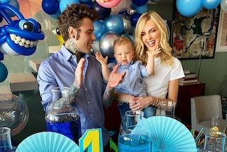 Il primo compleanno di Leone: festa a tema marino e look uguale al papà per il figlio dei Ferragnez