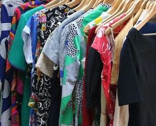 La moda vintage supera il fast fashion: ecco perché gli abiti usati sono sempre più richiesti