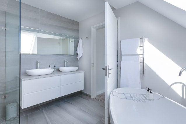 Come pulire il bagno in poche mosse: i consigli per averlo