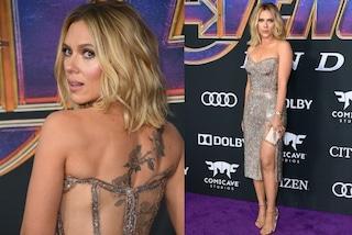 Scarlett Johansson scintillante alla prima di Avangers Endgame: schiena nuda e tatuaggio in vista