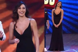 Belén Rodriguez: la schiena è nuda, a Colorado è sensuale ed elegante