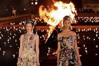 Dior, sfilata di fuoco a Marrakech: tra le fiamme gli abiti della Cruise Collection 2020