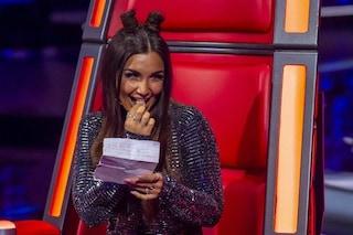"""Elettra Lambroghini, per la prima puntata di The Voice pettinatura con le """"corna"""" e tuta metallica"""