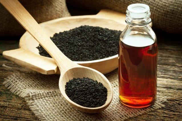 Olio di cumino nero: proprietà benefiche e come utilizzarlo