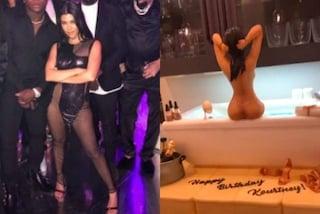 Kourtney compie 40 anni: abito trasparente e torta sexy per la maggiore delle Kardashian