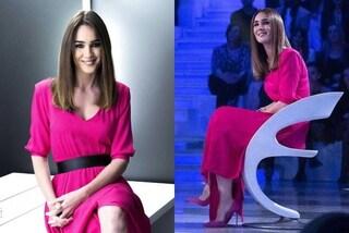 Silvia Toffanin in fucsia a Verissimo: l'abito è abbinato ai tacchi a spillo