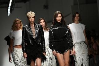 Stili e tendenze per l'estate 2019: vanno di moda abiti hippie, colori bruciati e giacche maschili