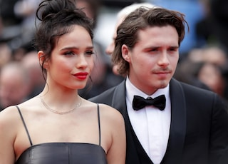 Fate largo David E Victoria: il più cool di Cannes è Brooklyn Beckham con la fidanzata Hana Cross