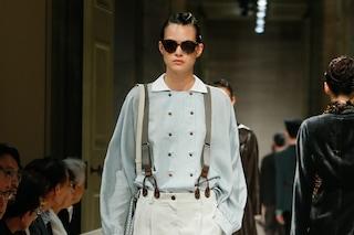 Giorgio Armani, sfila la collezione Cruise 2020: in passerella le donne vestono con abiti maschili