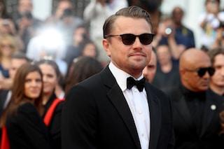 Tutte pazze per Leonardo Di Caprio a Cannes: con occhiali e smoking è lui il più bello del Festival