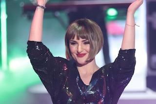 Arisa soffre di tricotillomania, la cantante confessa: mi strappo i capelli per questo li raso
