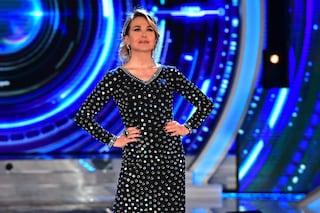 Grande Fratello 16, settima puntata: Barbara d'Urso in stile disco con l'abito di specchi