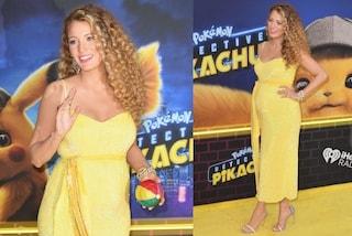 Blake Lively meravigliosa col pancione: sul red carpet con l'abito giallo rivela di essere incinta