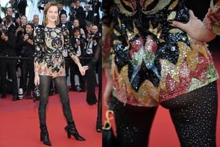 Eva Herzigova a Cannes 2019: il pantaloncino super corto rivela il lato b