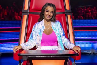Elettra Lamborghini con le paillettes a The Voice: tuta scintillante ed extension per le Battle